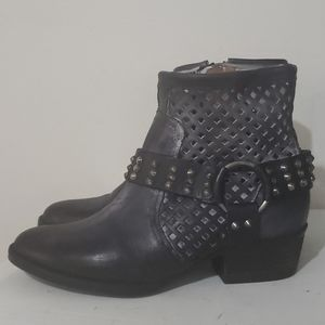 Very Volatile Blk Leather Studded Ankle Boots Sz 8